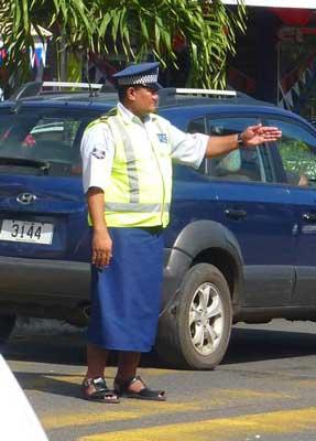 policier en Lava lava