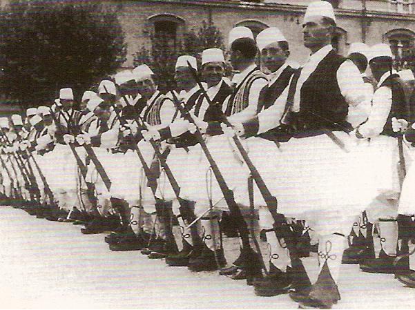 Garde Royale Albanaise en fustanelle