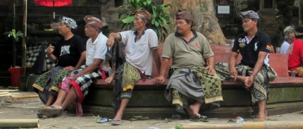 groupe en sarong